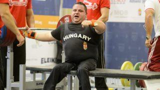 Eger, 2015. november 28. Sas Sándor az egri paraerõemelõ Európa-bajnokságon 2015. november 28-án. A magyar versenyzõ a 107+ kg-os súlycsoportban Európa-bajnoki ezüstérmet szerzett. MTI Fotó: Komka Péter