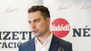 Dunakiliti, 2016. szeptember 8. Vona Gábor a Jobbik elnöke sajtótájékoztatót tart Dunakilitin, ahol bemutatta a párt új szóvivõit 2016. szeptember 8-án. MTI Fotó: Krizsán Csaba