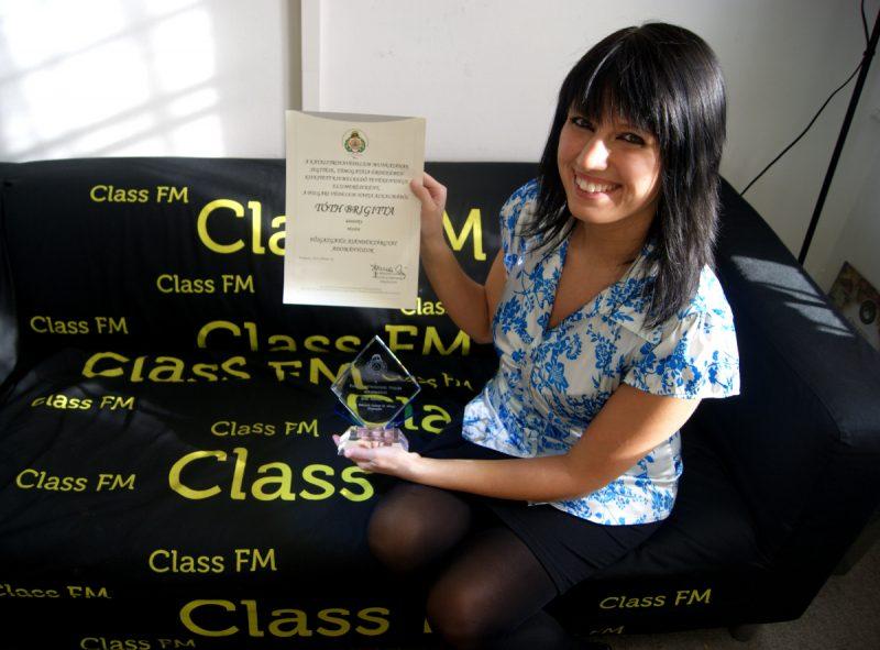 Tóth Brigitta, a Class FM munkatársaként