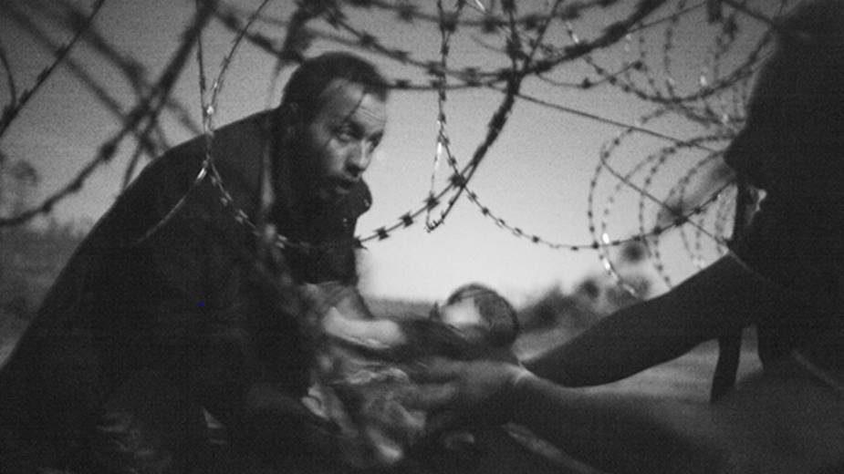 Warren Richardson díjnyertes fotója a magyar határkerítésnél készült
