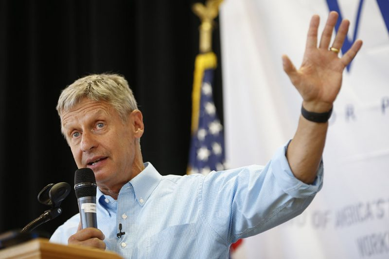 SALT LAKE CITY, UT - AUGUST 6: Libertarian presidential candidate Gary Johnson talks to a crowd of supporters at a rally on August 6, 2015 in Salt Lake City, Utah. Johnson has spent the day campaigning in Salt Lake City, the home town of former republican presidential candidate Mitt Romney.   George Frey/Getty Images/AFP / AFP PHOTO / GETTY IMAGES NORTH AMERICA / GEORGE FREY