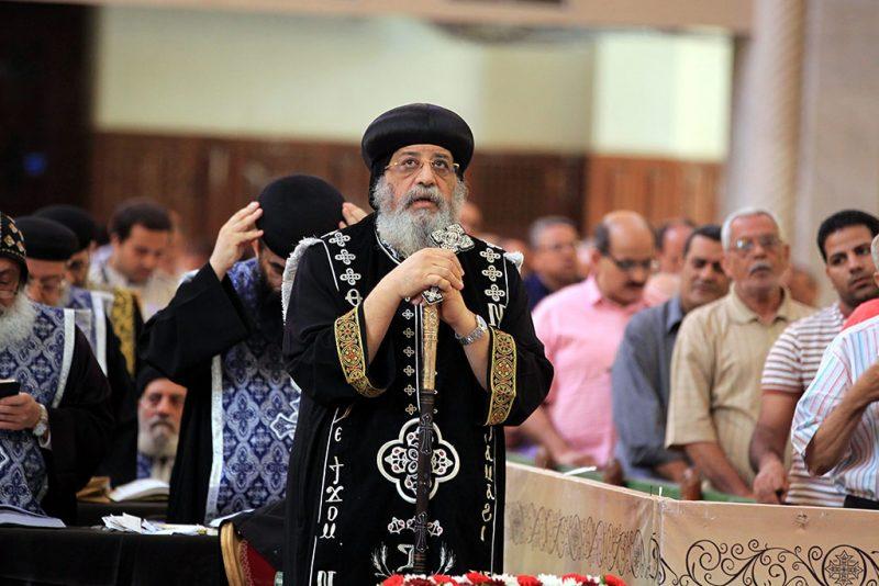 Kairó, 2016. április 29.II. Tavadrosz pápa, az egyiptomi kopt keresztény egyház feje nagypénteki istentiszteletet tart a kairói kopt Szent Márk-katedrálisban 2016. április 29-én. Az ortodox keresztény egyházak idén május 1-jén ünneplik a húsvétvasárnapot. (MTI/EPA/Haled el-Fiki)