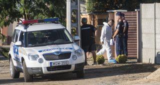Nyíregyháza, 2016. augusztus 31. Rendõrök helyszínelnek Nyíregyházán 2016. augusztus 31-én a Friss utcában, egy családi háznál, ahol egy ismeretlen férfi rálõtt egy házaspárra. A 40 éves nõ meghalt, a 49 éves férfit életveszélyes sebesüléssel vitték kórházba. MTI Fotó: Balázs Attila