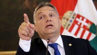 Bécs, 2016. szeptember 24.Orbán Viktor miniszterelnök sajtóértekezletet tart, miután befjeződött az európai menekültügyi válságban leginkább érintett országok bécsi csúcsértekezlete 2016. szeptember 24-én. (MTI/AP/Ronald Zak)