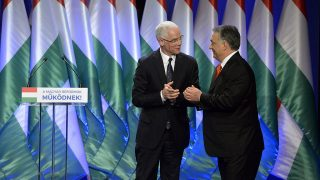 Budapest, 2016. február 28.Orbán Viktor miniszterelnök (j) és Balog Zoltán, az emberi erőforrások minisztere a kormányfő hagyományos évértékelő beszédén a Várkert Bazárban 2016. február 28-án.MTI Fotó: Koszticsák Szilárd