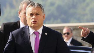 Pozsony, 2016. szeptember 16. Orbán Viktor miniszterelnök megérkezik az Európai Unió tagországai vezetõinek nem hivatalos csúcstalálkozójára Pozsonyban 2016. szeptember 16-án. (MTI/AP/Ronald Zak)