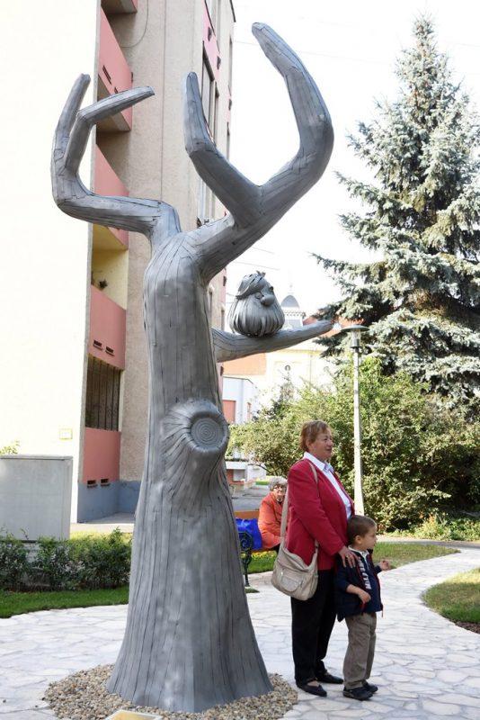 Pom Pom-szobrot avattak Kisújszálláson