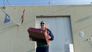 Tiszalök, 2016. szeptember 16. Tasnádi Péter szabadságvesztésébõl szabadulva elhagyja a Tiszalöki Országos Büntetés-végrehajtási Intézetet 2016. szeptember 16-án. MTI Fotó: Czeglédi Zsolt