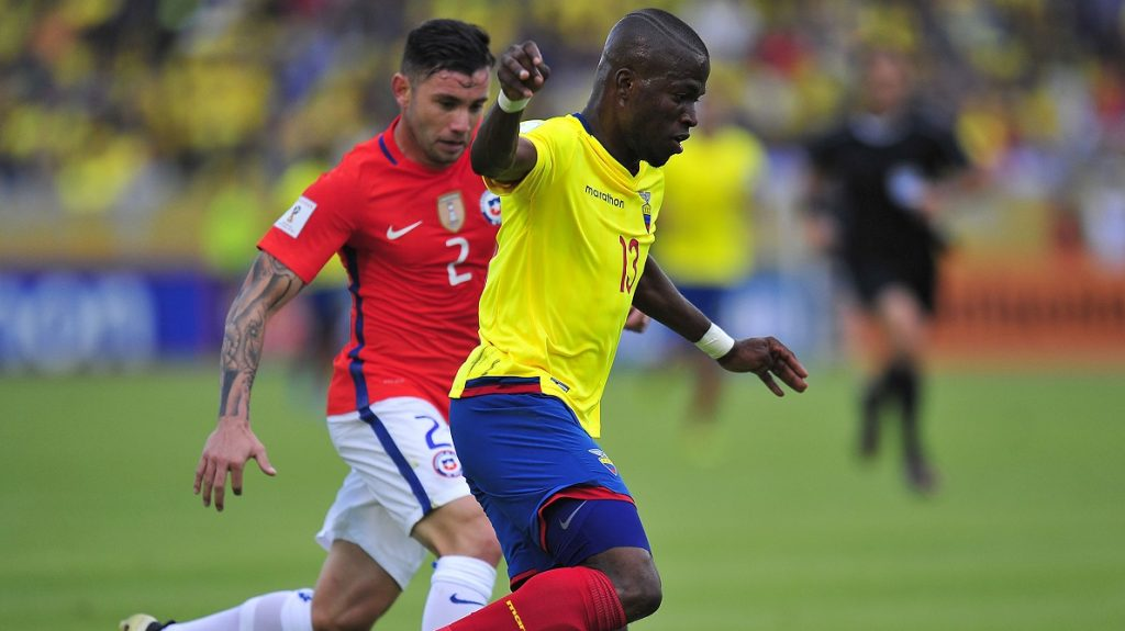 Ecuador's Enner Valencia (R) is marked by Chile's Eugenio Mena during their Russia 2018 World Cup football qualifier match in Quito, on October 6, 2016. / AFP PHOTO / Juan CEVALLOS