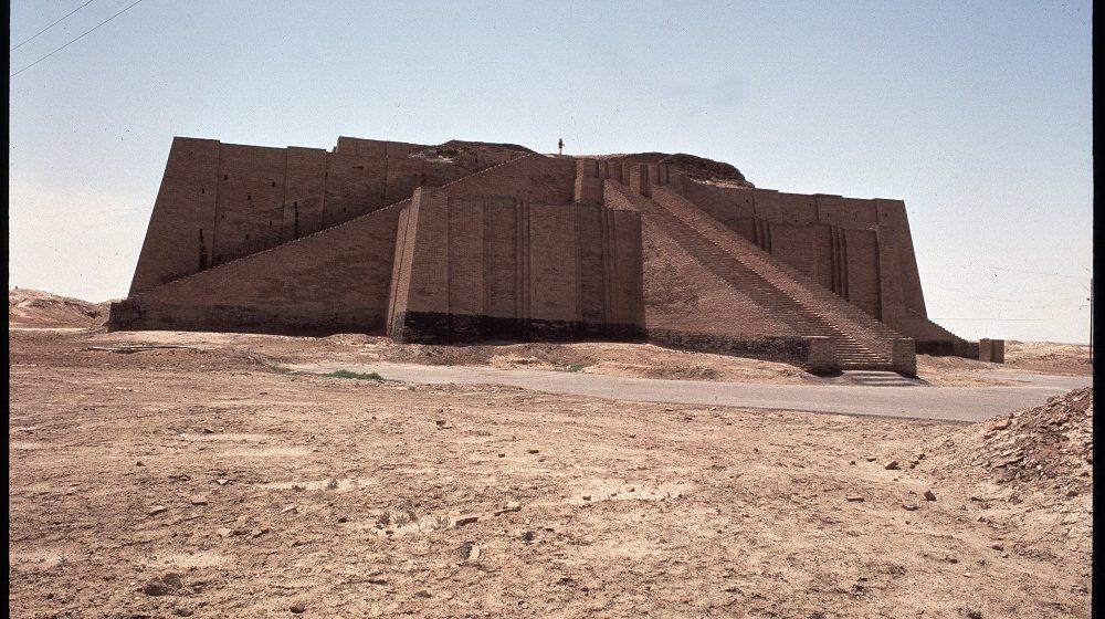 Mesopotamie : vue de la Ziggurat (ziggourat) reconstituee, 2050 avant JC, Ur (Our), Irak (Mesopotamia, view of the reconstructed ziggurat of Ur, Iraq) ©Luisa Ricciarini/Leemage