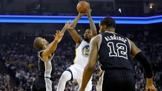 OAKLAND, CA - OCTOBER 25: Kevin Durant #35 of the Golden State Warriors shoots over Tony Parker #9 of the San Antonio Spurs during the first quarter in an NBA basketball game at ORACLE Arena on October 25, 2016 Oakland, California. NOTE TO USER: User expressly acknowledges and agrees that, by downloading and or using this photograph, User is consenting to the terms and conditions of the Getty Images License Agreement.   Thearon W. Henderson/Getty Images/AFP