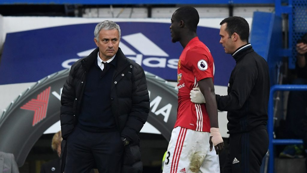 Manchester United's Eric Bailly walks past manager Jose Mourinho as he is led off the pitch during the Premier League match between Chelsea and Manchester United played at Stamford Bridge London, England, on October 23, 2016 - Photo Jed Leicester / Backpage Images / DPPI