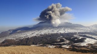 Mount Aso volcano erupting - Island of Kyushu Japan.    Biosphoto / Franck Gueffier