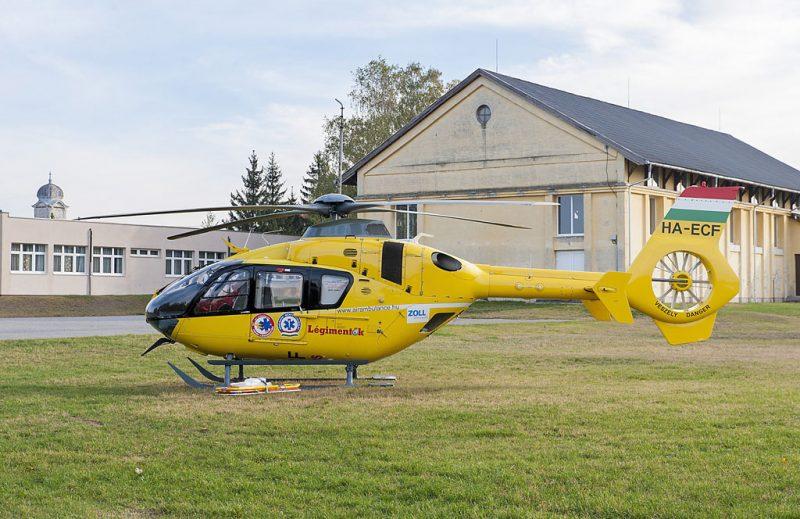 Bőny, 2016. október 26.Mentőhelikopter várakozik 2016. október 26-án Bőnyben, ahol rendőri készültség van.MTI Fotó: Krizsán Csaba
