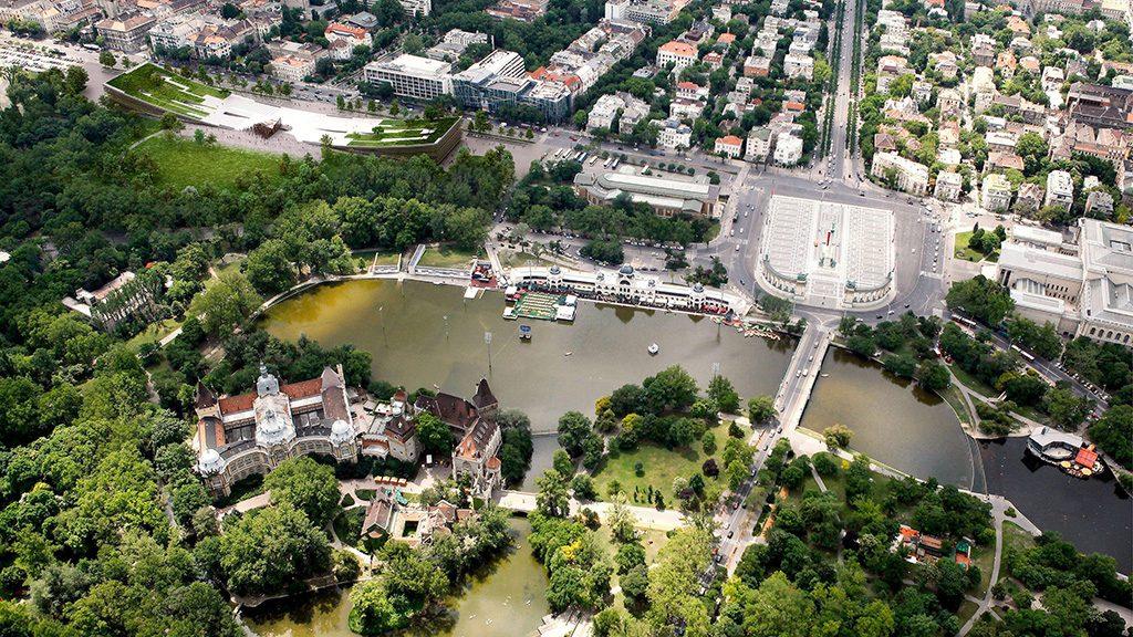 Budapest, 2016. május 17.A Városliget Zrt. által, a Néprajzi Múzeum új épületére kiírt nemzetközi építészeti tervpályázat nyertesének, a Napur Architect Kft. által vezetett konzorciumnak a látványterve, amely ezen a napon, 2016. május 17-én vált hozzáférhetővé. A Néprajzi Múzeum minden szakmai és látogató igényt kielégítő új épülete a tervek szerint 2019-ben készül el a Liget Budapest projekt keretében, az Ötvenhatosok terén.MTI Fotó: Napur Architect Kft.