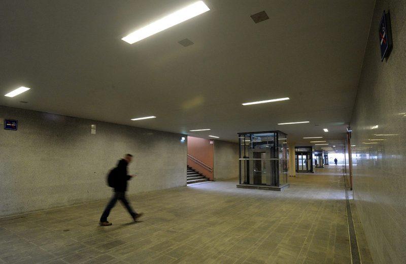 Vác, 2015. december 1.A közel 20 milliárd forintos beruházással megújult váci vasútállomás gyalogos-aluljárója a rekonstrukció átadásának napján, 2015. december 1-jén.MTI Fotó: Máthé Zoltán