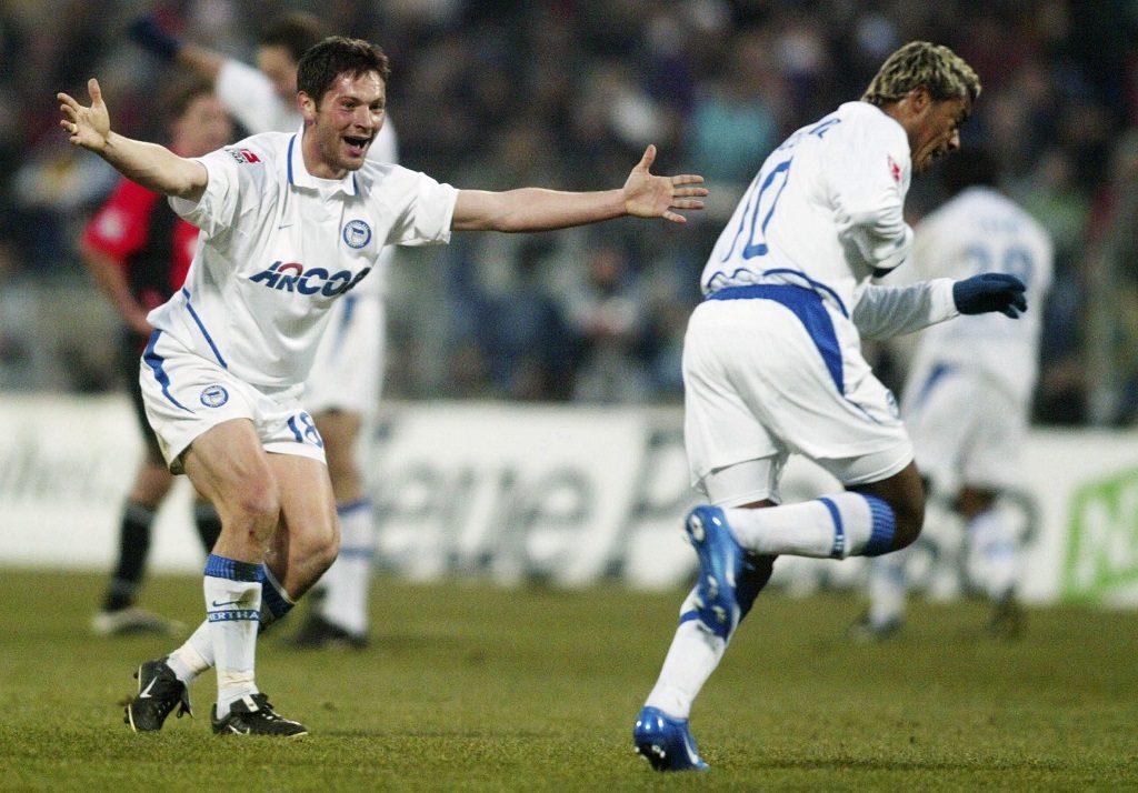 HANNOVER, GERMANY - FEBRUARY 29:    Fussball: 1. Bundesliga 03/04, Hannover; Hannover 96 - Hertha BSC Berlin; Pal DARDAI, MARCELINHO / Hertha jubeln nach dem 0:1 von MARCELINHO 29.02.04.  (Photo by Friedemann Vogel/Bongarts/Getty Images)