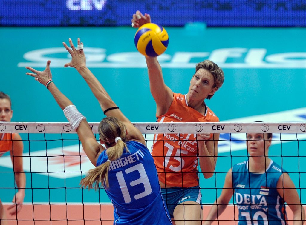 MONZA, ITALY - SEPTEMBER 28:  Valentina Arrighetti #13 of Italy and Ingrid Louise Visser #15 of Netherlands compete during the women Volleyball European Championship match between Italy and Netherlands on September 28, 2011 in Monza, Italy.  (Photo by Claudio Villa/Getty Images)