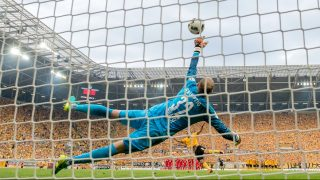 Leipzig's Akaki Gogia and Leipzig's goalkeeper Peter Gulacsi in action during the DFB German soccer cup at DDVstadium in Dresden, Germany, 20 August 2016. Photo: Thomas Eisenhuth/dpa