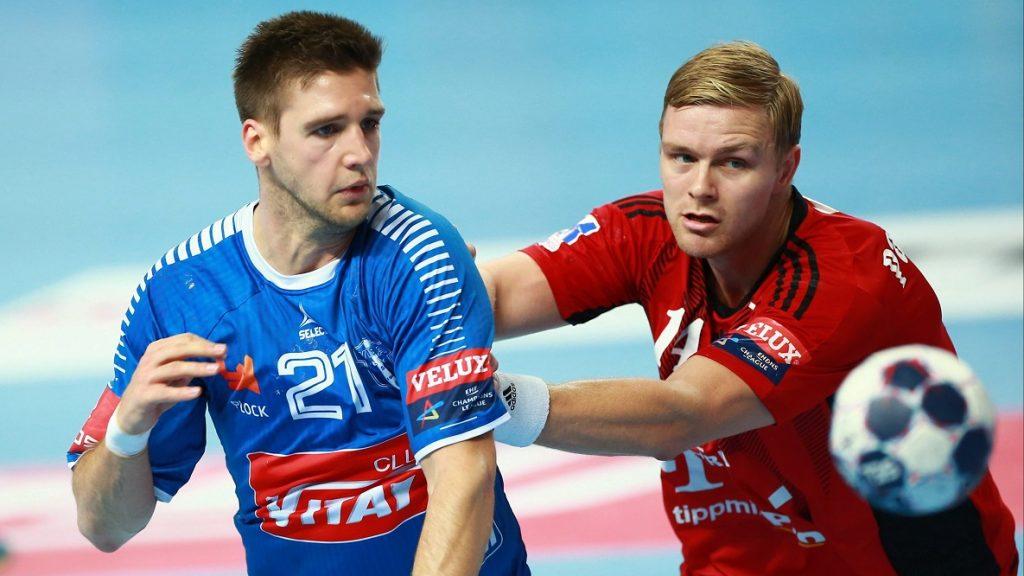 Plock, 2016. október 8. Aron Palmarsson, a Telekom Veszprém (j) és Sime Ivic, a lengyel Wisla Plock játékosa a férfi kézilabda Bajnokok Ligája A csoportjának harmadik fordulójában játszott Wisla Plock-Telekom Veszprém mérkõzésen a lengyelországi Plockban 2016. október 8-án. A találkozó 28-28-as döntetlennel zárult. (MTI/PAP/Marcin Bednarski)