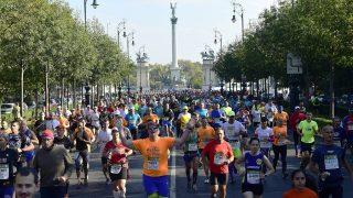 Budapest, 2016. október 9. A 31. Spar Budapest Maraton résztvevõi futnak az Andrássy úton 2016. október 9-én. MTI Fotó: Kovács Tamás