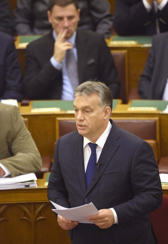 Budapest, 2016. október 17. Orbán Viktor miniszterelnök az alaptörvény hetedik módosításának vitáját megnyitó expozéját tartja az Országgyűlés plenáris ülésén 2016. október 17-én. MTI Fotó: Bruzák Noémi