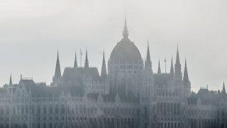Budapest, 2016. október 7.Az Országház a reggeli ködben Budapesten 2016. október 7-én.MTI Fotó: Balogh Zoltán