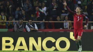 Aveiro, 2016. október 7. A portugál Cristiano Ronaldo ünnepel, miután gólt lõtt a 2018-as, oroszországi labdarúgó-világbajnokság európai selejtezõinek B csoportjában játszott Portugália-Andorra mérkõzésen a portugáliai Aveiro városi stadionjában 2016. október 7-én. (MTI/EPA/Paulo Novais)