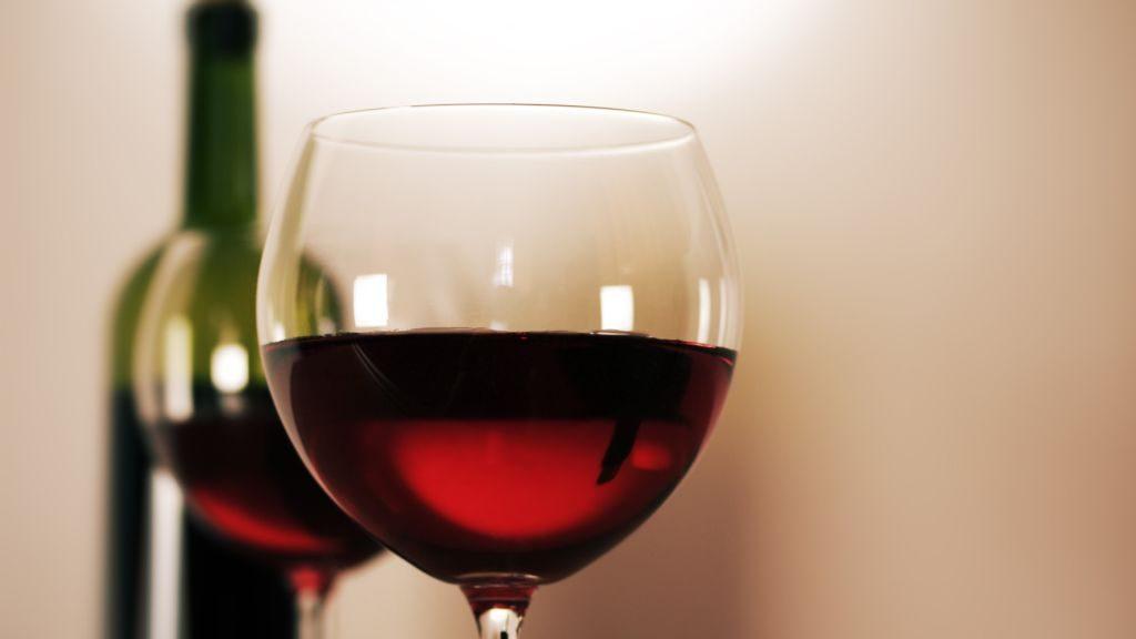 Jót tesz a szívnek a vörösbor? Ilyen hatással van az erekre és a vérnyomásra - Egészség | Femina