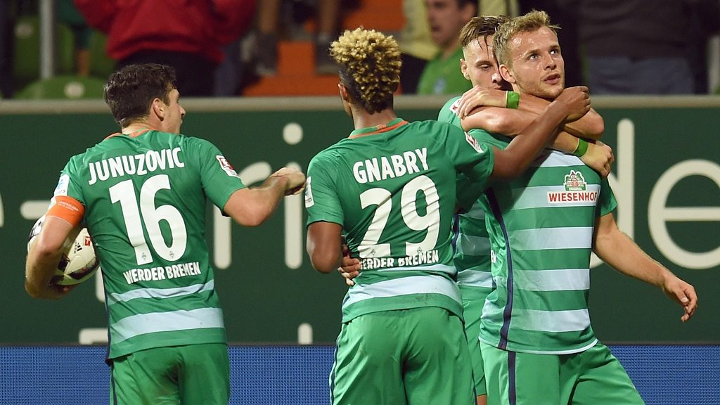 Bremen's Robert Bauer, Lennart Thy (r), Zlatko Junuzovic (l) and Serge Gnabry (2nd l) celebrating the 1:1 goal during the German Bundesliga soccer match between Werder Bremen and VfL Wolfsburg in the Weserstadion in Bremen,Germany, 24 September 2016. Photo:CARMENJASPERSEN/dpa  (EMBARGOCONDITIONS - ATTENTION - Due to the accreditation guidelines, the DFLonly permits the publication and utilisation of up to 15 pictures per match on the internet and in online media during the match)