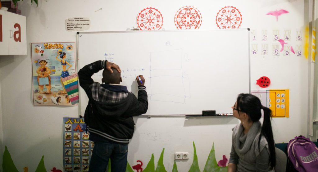 A Református Misszió Migráns Tanoda és Iskolai Integráció programja a szervezet Váci utcában található irodájában, 2015. március 6-án, Budapesten.