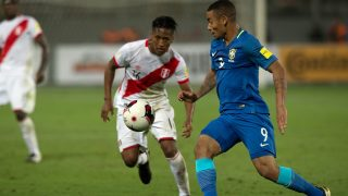 Brazil's Gabriel Jesus (R) and Peru's Pedro Aquino eye the ball during their 2018 FIFA World Cup qualifier football match in Lima, on November 15, 2016. / AFP PHOTO / Ernesto BENAVIDES