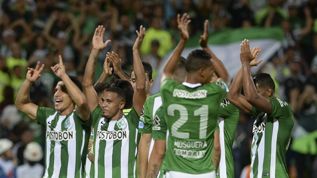 Colombia's Atletico Nacional players celebrate at the end of their match againts  Paraguay's Cerro Porteno for the Copa Sudamericana at the Atanasio Girardot stadium in Medellin, Colombia on November 24, 2016. / AFP PHOTO / STR / RAUL ARBOLEDA