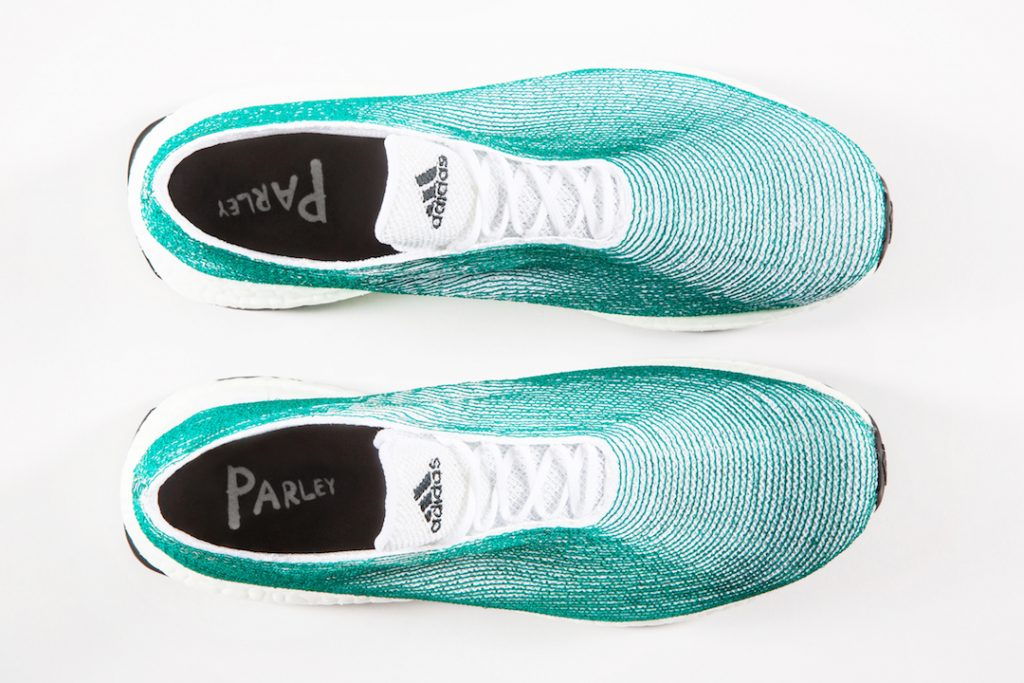 eaf86a63d4 Összetételét tekintve minden egyes cipő 5 százalék újrahasznosított  poliészterből, és 95 százaléknyi, a tengerből kikerült műanyaghulladékból  készül, ...