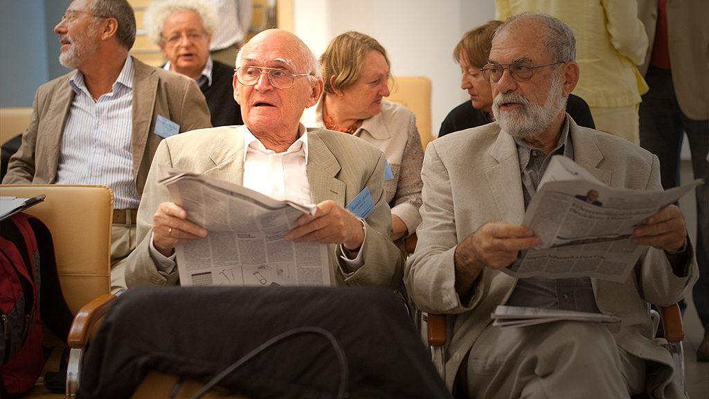 Budapest, 2011. szeptember 10.Bernáth László (b) és Ráday Mihály újságírók részt vesznek a Magyar Újságírók Országos Szövetségének (MÚOSZ) rendkívüli küldöttgyűlésén a Sajtóház Mikszáth-termében.MTI Fotó: Kallos Bea