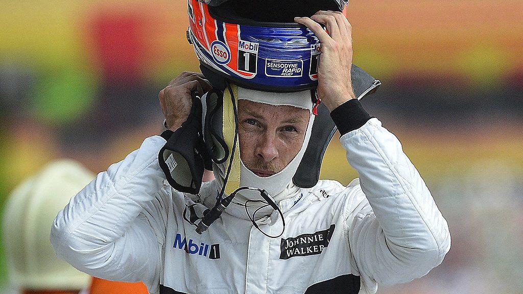Mogyoród, 2016. július 22.Jenson Button, a McLaren csapat brit versenyzője a Forma-1-es Magyar Nagydíj második szabadedzése után a mogyoródi Hungaroringen 2016. július 22-én.MTI Fotó: Czeglédi Zsolt