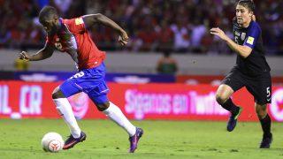 Costa Rica's midfielder Joel Campbell dribbles past USA's Matt Besler during their 2018 FIFA World Cup qualifier football match in San Jose, on November 15, 2016. / AFP PHOTO / EZEQUIEL BECERRA