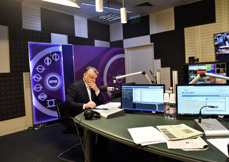 Budapest, 2016. november 11. Orbán Viktor miniszterelnök a Kossuth Rádió stúdiójában, ahol interjút adott a 180 perc címû mûsorban 2016. november 11-én. MTI Fotó: Illyés Tibor