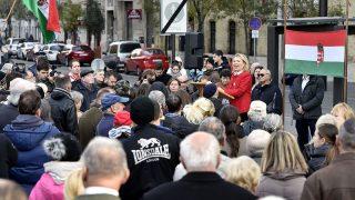 Budapest, 2016. november 2.Morvai Krisztina, a Jobbik EP-képviselője beszédet mond a Szabadságot Budaházynak, szabadságot a politikai foglyoknak! címmel rendezett tüntetésen az Országház mélygarázsának lejárójánál, a Kossuth Lajos téren 2016. november 2-án.MTI Fotó: Máthé Zoltán