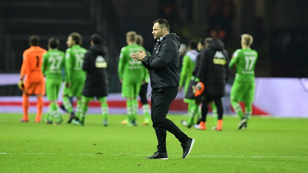 Hertha Berlin's Hungarian head coach Pal Dardai reacts after the German first division Bundesliga football match between Hertha BSC Berlin and Borussia Moenchengladbach in Berlin on November 4, 2016. / AFP PHOTO / TOBIAS SCHWARZ / RESTRICTIONS: DURING MATCH TIME: DFL RULES TO LIMIT THE ONLINE USAGE TO 15 PICTURES PER MATCH AND FORBID IMAGE SEQUENCES TO SIMULATE VIDEO. == RESTRICTED TO EDITORIAL USE == FOR FURTHER QUERIES PLEASE CONTACT DFL DIRECTLY AT + 49 69 650050