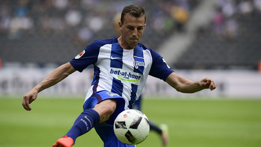 Berlin's Czech midfielder Vladimir Darida kicks the ball during the German first division Bundesliga football match of Hertha BSC Berlin vs SC Freiburg in Berlin, Germany, on August 28, 2016.   / AFP PHOTO / TOBIAS SCHWARZ / RESTRICTIONS: DURING MATCH TIME: DFL RULES TO LIMIT THE ONLINE USAGE TO 15 PICTURES PER MATCH AND FORBID IMAGE SEQUENCES TO SIMULATE VIDEO. == RESTRICTED TO EDITORIAL USE == FOR FURTHER QUERIES PLEASE CONTACT DFL DIRECTLY AT + 49 69 650050