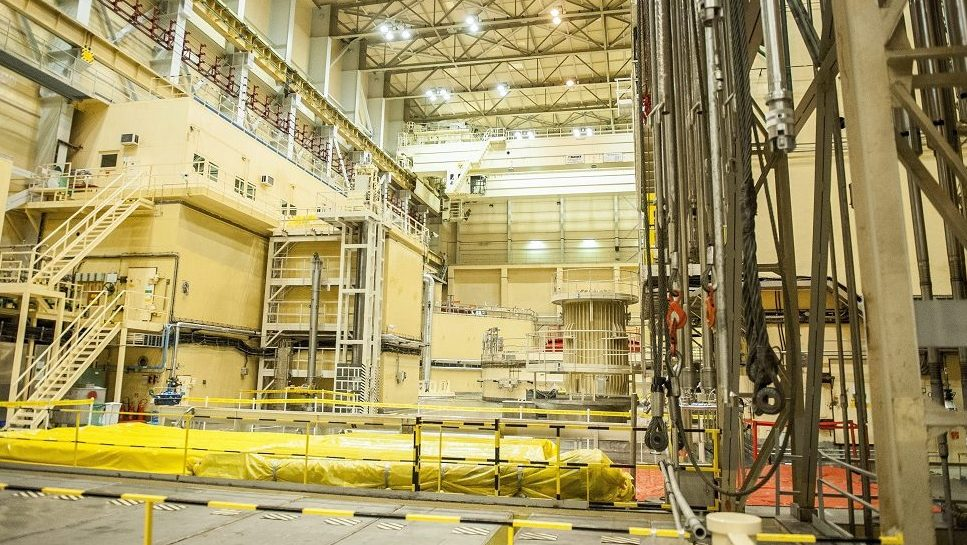 Paks, 2014. augusztus 14. A paksi atomerõmû 2-es építménye 2014. augusztus 14-én, amelyben a hármas és négyes reaktor van. Az atomerõmû vezetõi a mai napon bejelentették, hogy Oroszországba szállították a paksi atomerõmû 2003-as üzemzavara során megsérült üzemanyag-kazettákat. MTI Fotó: Sóki Tamás