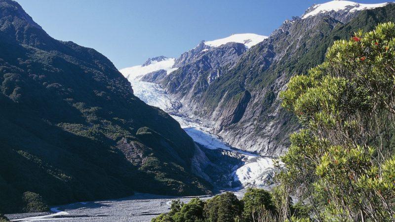 NEW ZEALAND - SEPTEMBER 29: The Franz Josef Glacier from Sentinel Rock Walk, Westland National Park (Te Wahipounamu) (UNESCO World Heritage List, 1990), West Coast, South Island, New Zealand. (Photo by DeAgostini/Getty Images)