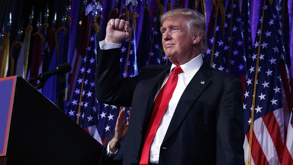 New York, 2016. november 9.Donald Trump, az Egyesült Államok újonnan megválasztott elnöke győzelmi beszéde közben New Yorkban 2016. november 9-én, az amerikai elnökválasztás másnapján. (MTI/AP/Evan Vucci)