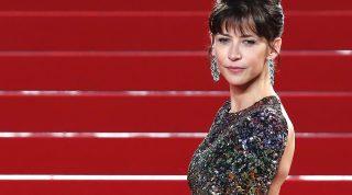 Cannes, 2015. május 21. Sophie Marceau francia színésznõ, a zsüri tagja érkezik a versenyprogramban futó Shan He Gu Ren  (Mountains May Depart) címû film bemutatójára a 68. Cannes-i Nemzetközi Filmfesztiválon 2015. május 20-án. (MTI/EPA/Guillaume Horcajuelo)