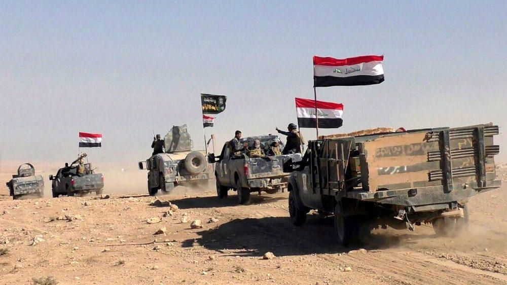 Hammam al-Alil, 2016. november 5. Iraki katonák az észak-iraki Moszultól délre fekvõ Hammam al-Alil településen 2016. november 5-én. Az iraki kormányhadsereg és a vele szövetséges kurd erõk, továbbá szunnita törzsi fegyveresek és egy síita milícia október 17-én kezdtek nagyszabású hadmûveletet Moszul és környéke visszafoglalására az Iszlám Állam dzsihadista szervezet fegyvereseitõl. (MTI/EPA)