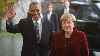 Berlin, 2016. november 17. Barack Obama amerikai elnököt (b) fogadja Angela Merkel német kancellár a berlini kancellária épületében 2016. november 17-én. (MTI/EPA/Bernd von Jutrczenka)