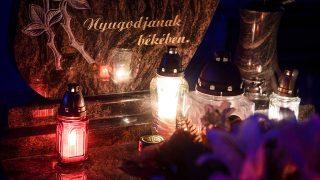 Ajnácskő, 2016. október 30.Mécsesek égnek egy síron a felvidéki Ajnácskő temetőjében a közelgő mindenszentek ünnepe és halottak napja előtt 2016. október 30-án.MTI Fotó: Komka Péter