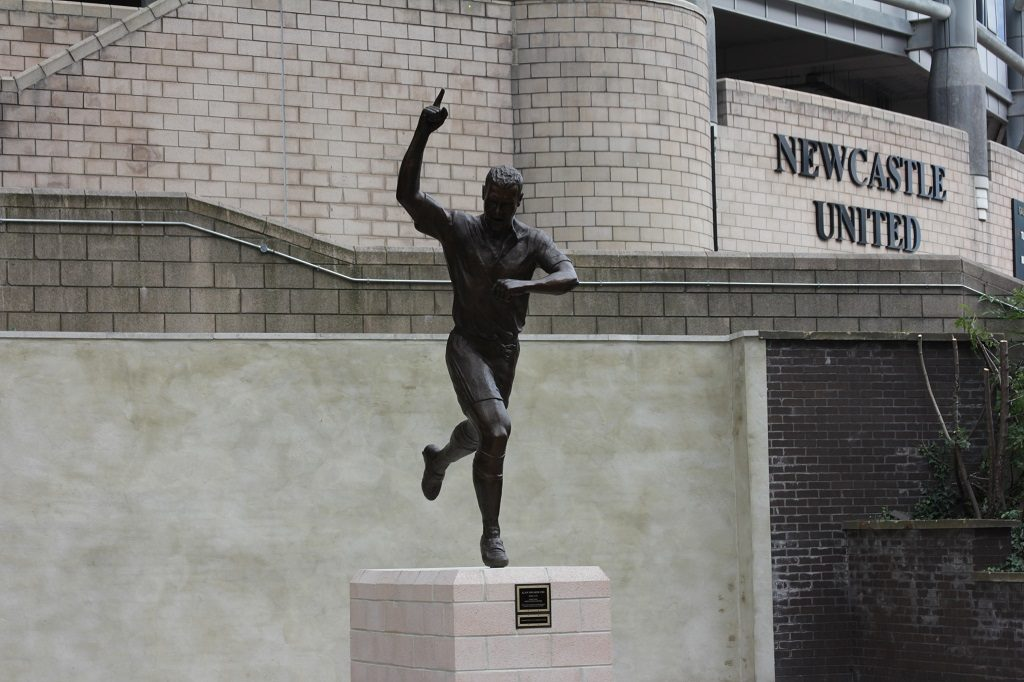 UK, Newcastle upon Tyne: A statue of Newcaslte United legend Alan Shearer is unveiled outside of St. James' Park in Newcastle upon Tyne on September 12, 2016. The 9-foot-6-inch sculpture, named Local Hero and depicting Shearer's famous one-hand-in-the-air goal celebration, had an official unveiling ceremony during which Newcastle fans had a chance to meet the retired footballer. It has been ten years since Shearer retired - David Whinham