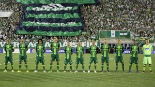 File photo of 23/11/2016 of Chapecoense players before the match against San Lorenzo, by the South American Cup, in Chapeco, Santa Catarina, southern Brazil. The plane carrying the Chapecoense delegation to Colombia fell on Tuesday, 29, near Medellin, shortly before checking its destination. The aircraft of the Lamia airline of Venezuela had 81 people on board. At least 76 people were killed in the crash. Photo: FERNANDO REMOR/MAFALDA PRESS/ESTADAO CONTEUDO